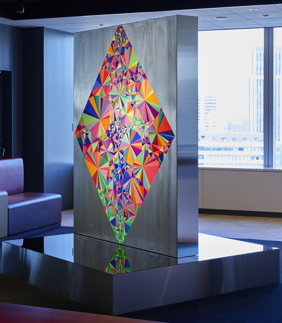 ADKアートギャラリーに新たな作品が登場 -デボン紀生物「ティクターリク」をモチーフに、「新生ADKグループ」を表現-