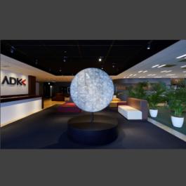 ADKアートギャラリーに新たな作品が登場 <br>本社オフィスのエントランス横に気鋭のアーティスト作品を展示